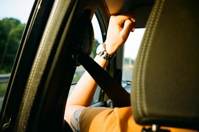 Por qué no deberías comprar un auto con cinturón de seguridad automático