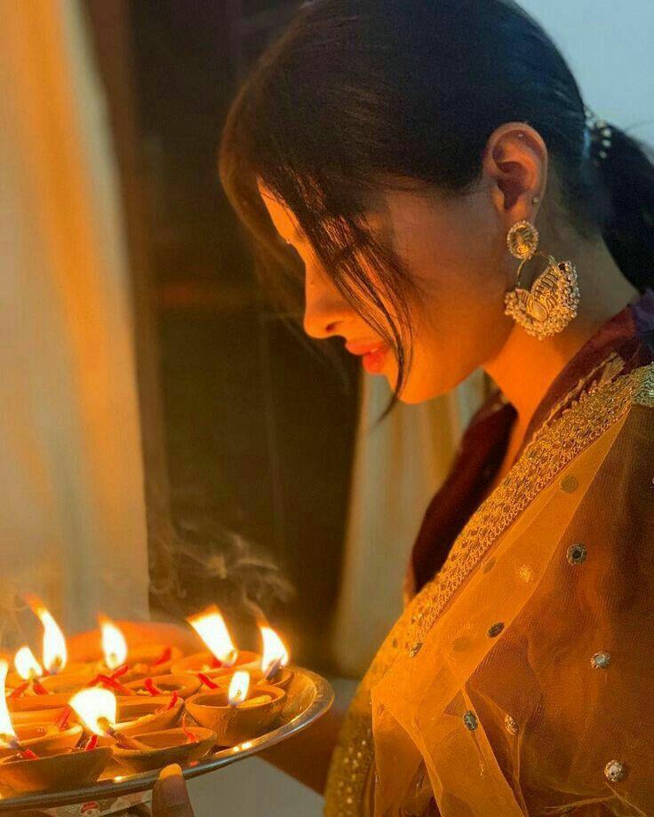 best diwali pose with diya 2021