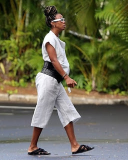 Kelly Rowland shows off her growing baby bump at seven months pregnant in Hawaii