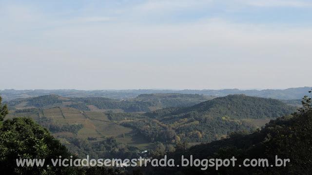 Vista dos montes que circundam Monte Belo do Sul, Serra Gaúcha