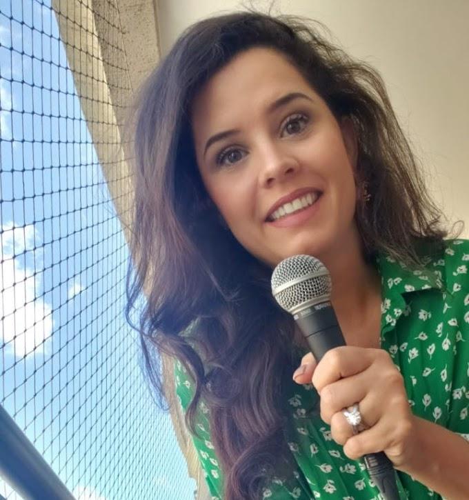 Direto da varanda: Mona Vilardo passeia por décadas e ritmos diferentes