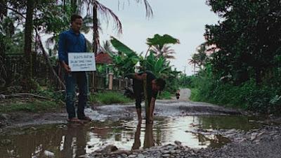 Pemkab Solsel Dinilai Tidak Perhatian Terhadap Jalan Rusak di  Lubuk Gadang Timur