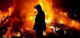 Pabrik Produksi Karton di Kota Gresik Dilalap Api