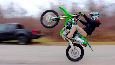 https://www.dirtbikefans.com/2018/11/how-to-do-wheelie-on-dirt-bike.html