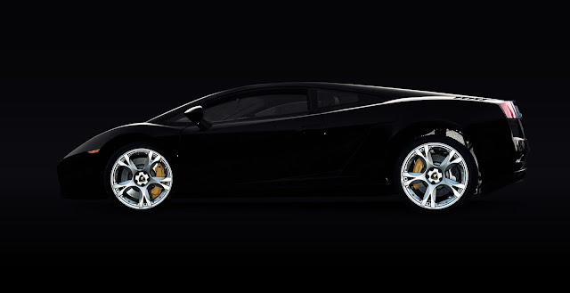 سيارة سوداء فخمة وقوية