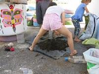 Trabajando en el Eco huerto de la GFS Benarrabá