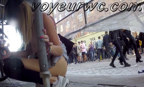 Voyeur films featuring young drunk pretty sluts taking a piss outdoors at a beer festival (Full HD 002)