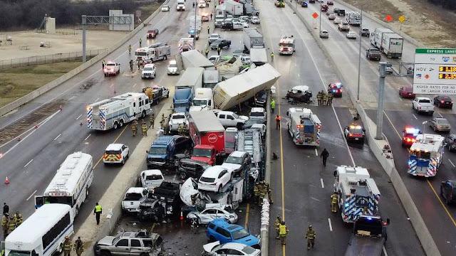 شاهد بالفيديو ... حادث مرور مروع  يخلف عشرات القتلى والجرحى في تصادم أكثر من 100 سيارة