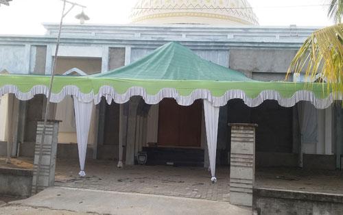 BERSIAP : Masjid Babussalam Duta Bandara Kubu Raya sudah siap menyelenggarakan even akbar Maulud Nabi Besar Muhammad SAW dengan menghadirkan Habib Thoha Al Husein Al-Jufri . Foto Asep Haryono