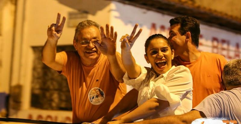 Vanessa Maia realiza motocada na abertura da campanha política em Pedreiras.