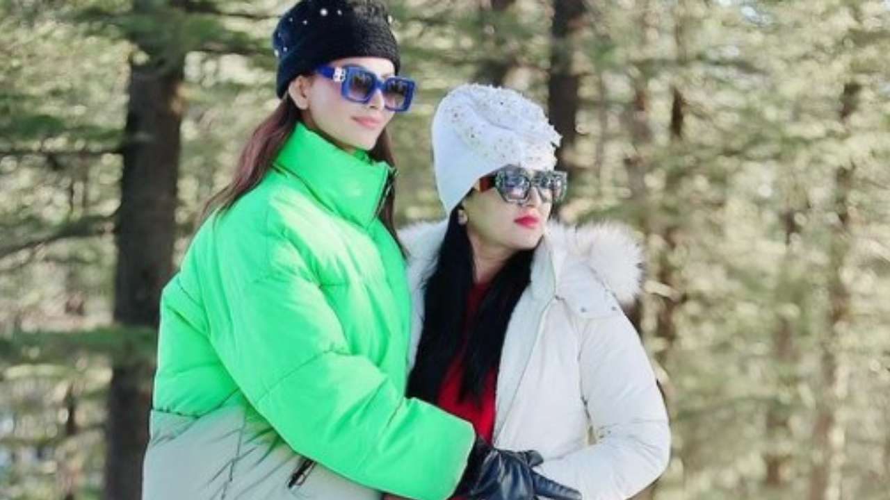 Gossips: Urvashi Rautela' mother Meera gives an epic reply to a fan who called her Saasu maa