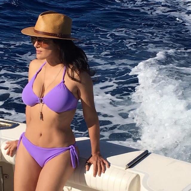 Salma Hayek soprende a Instagram con esta foto en bikini