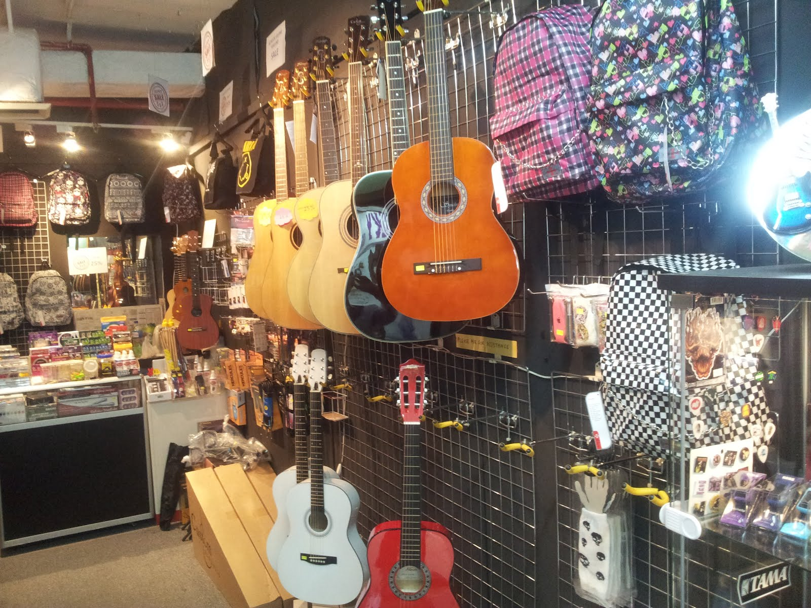 the guitar otaku guitar shop at queensway shopping center. Black Bedroom Furniture Sets. Home Design Ideas