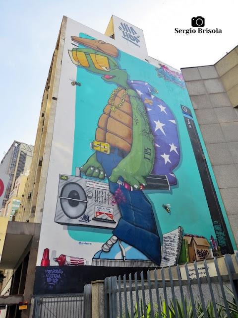 Vista ampla do Mural Grafite Hip Hop no Centro Histórico de São Paulo