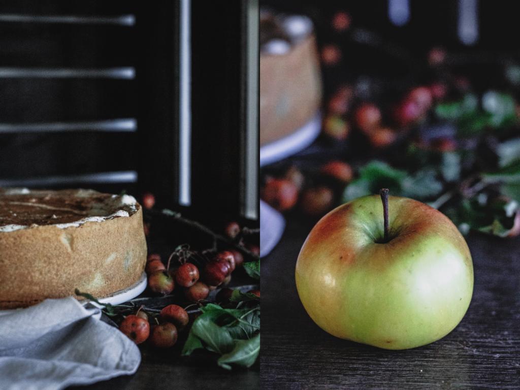 Apfel-Schmand-Torte von vorne und ein Apfel