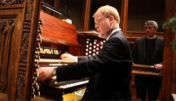 John Scott at the Saint Thomas Church organ