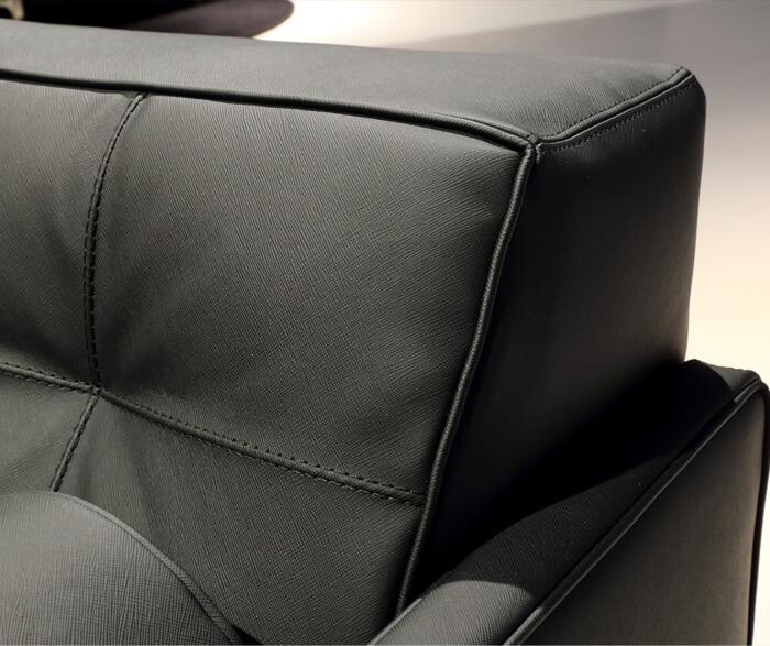Particolare del divano made by Cassina della serie Apple Ten Lork