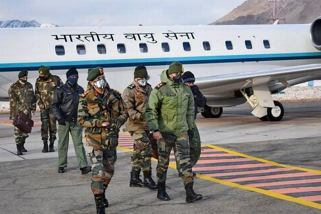 सेना प्रमुख जनरल नरवाना पूर्वी लद्दाख में अग्रिम चौकियों का दौरा करते हैं
