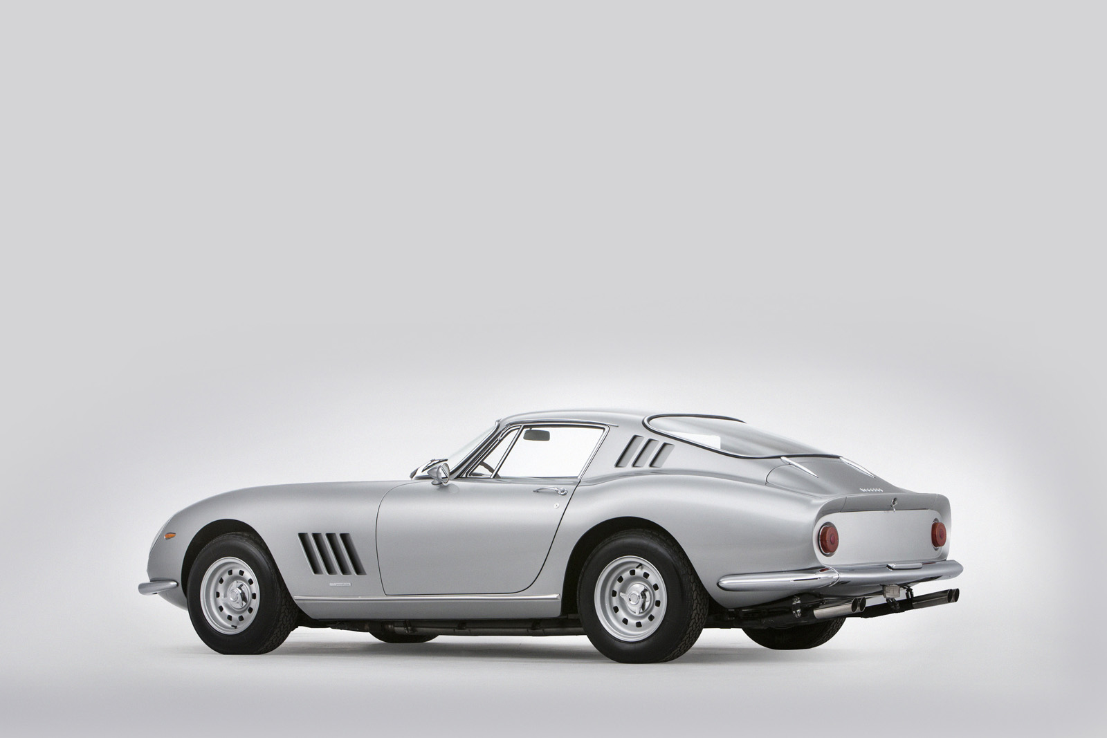 Ferrari275_3quartersrear.jpg