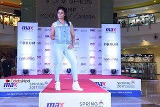 Actress Iniya Stills in Denim Jeans at Max Spring 2017 Collection Launch  0019.jpg