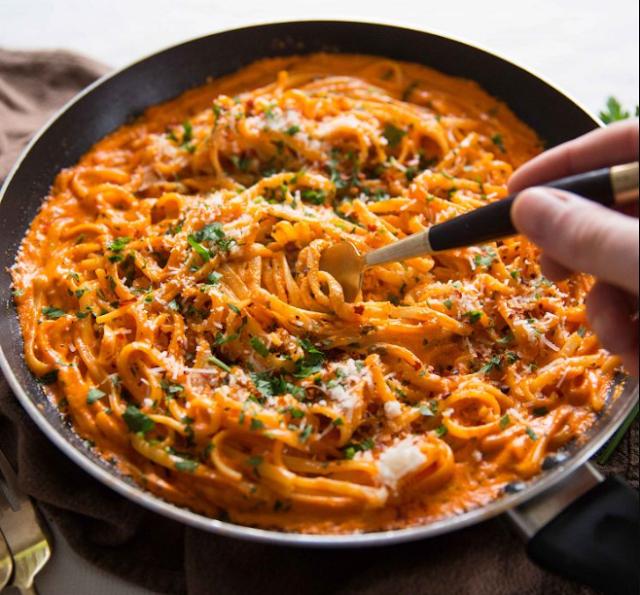 Creamy Roasted Red Pepper Pasta #easy #dinner