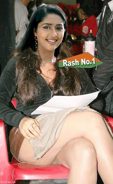 Navya Nair naked thigh sexy nude leg in outdoor shoot photo