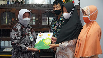 Wabup Purworejo Berikan Tali Asih Kepada 2 Keluarga Korban KRI Nanggala 402