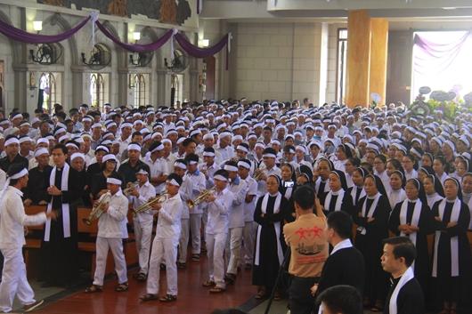 Ngày thứ Ba: Kính viếng và cầu nguyện cho Đức cha Phanxicô Xaviê Nguyễn Văn Sang - Ảnh minh hoạ 8