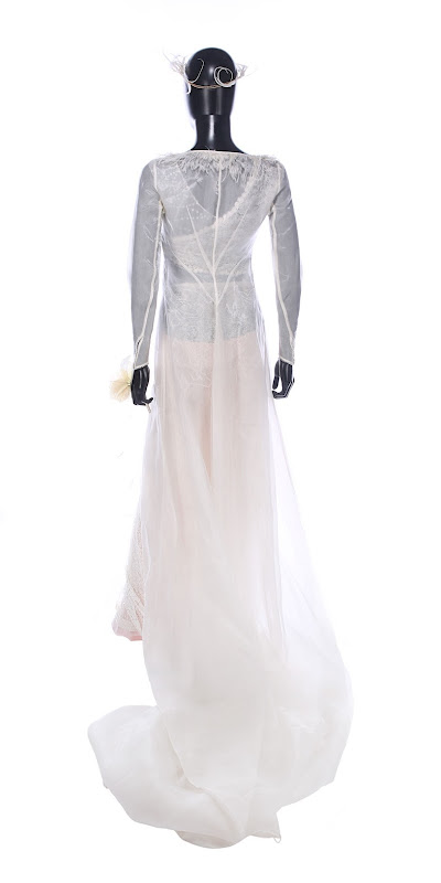 Keira Knightley Love Actually Juliet wedding dress back