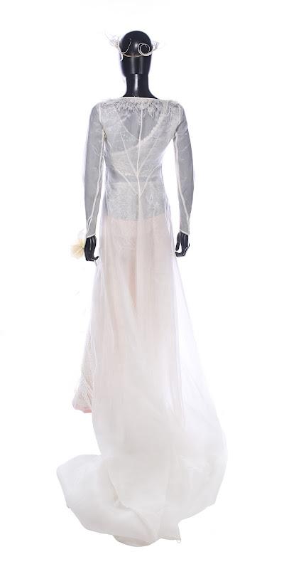 Keira Knightley Love Actually Juliet wedding dress back