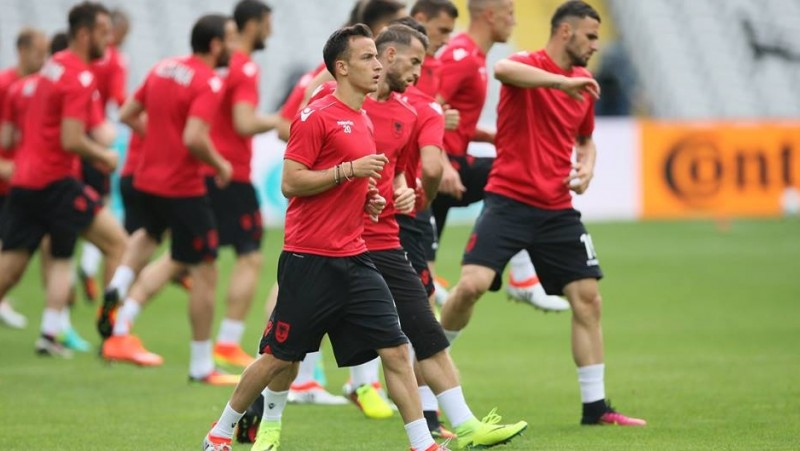 Para pemain Albania latihan sebelum menghadapi Swiss di Euro 2016