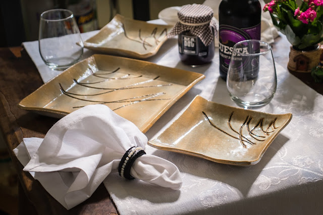 Conjunto de cerâmica ao estilo oriental para servir bolo