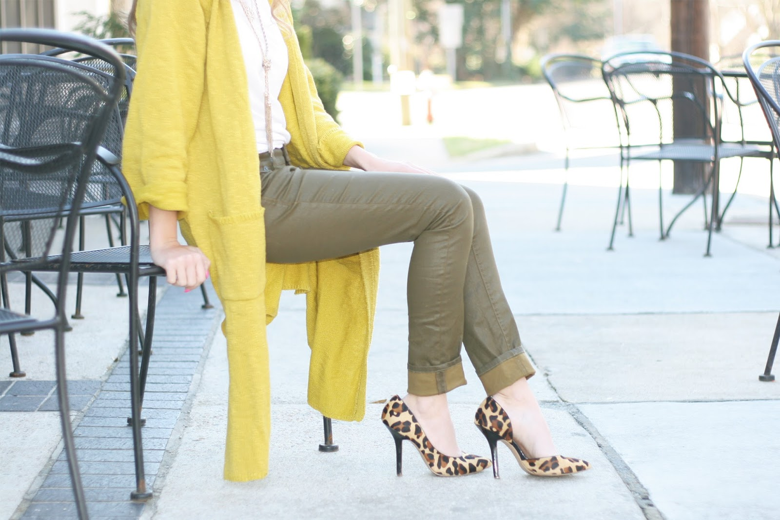 how-to-style-leopard-print-pumps-street-style