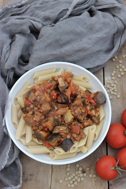 spicy aubergine and lentil pasta