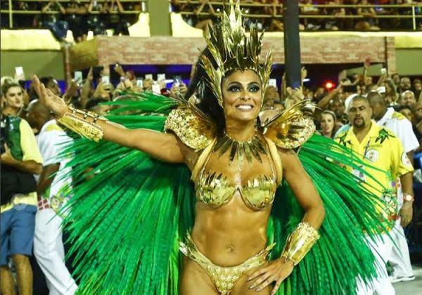 Juliana Paes na Sapucaí desfilando no Carnaval (Foto: Reprodução/Instagram)