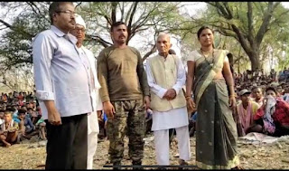 crpf-afficer-released-by-naxal