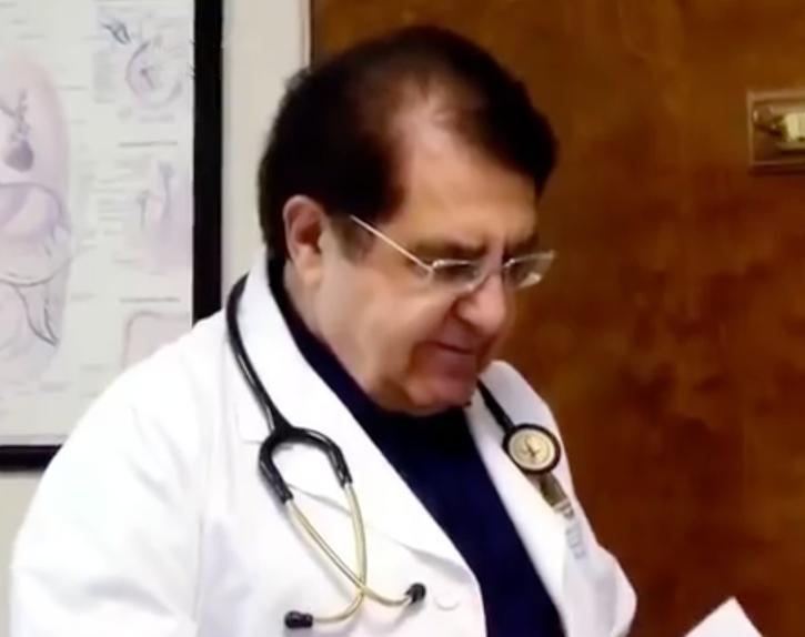 Este doctor le abrió el estómago hace 5 meses. Cuando la