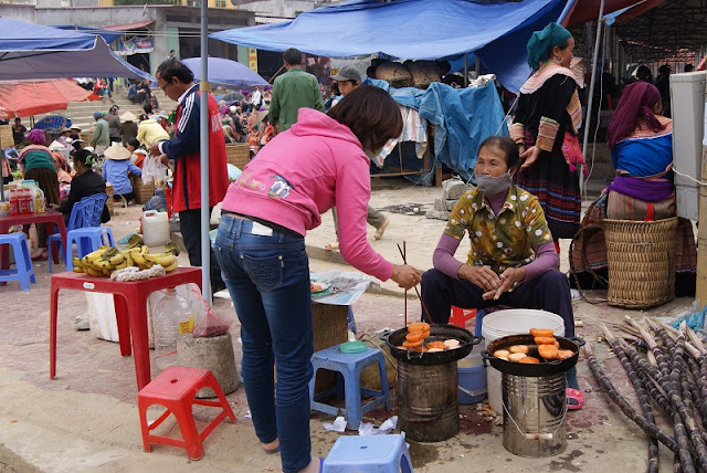 9 interesting experiences when participating in the Bac Ha highland market