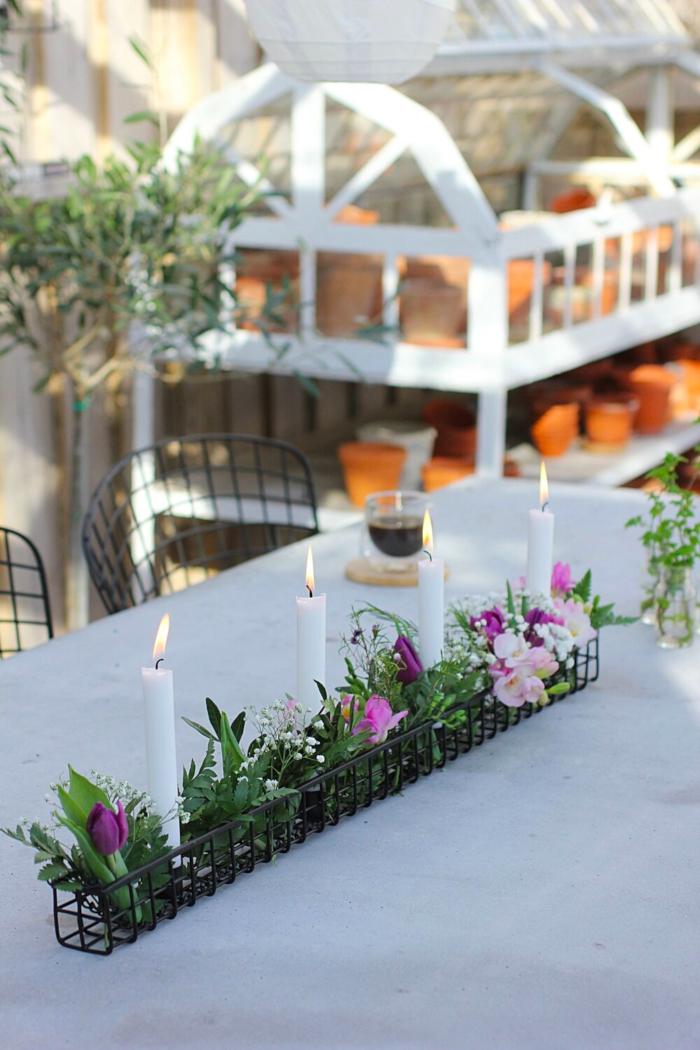 annelies design, webbutik, webbutiker, inredning, dekoration, blomsterdekoration, blomsterdekorationer, hängande korg, korg med ljusstake, ljusstake, ljusstake, blomma, centerpiece, blomsterarrangemang, uteplats, uterum, trädäck, altan, trädäcket, uterummet, betongbord,