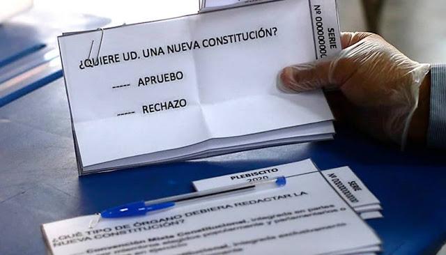Chilenos deciden en las urnas si reforman su constitución