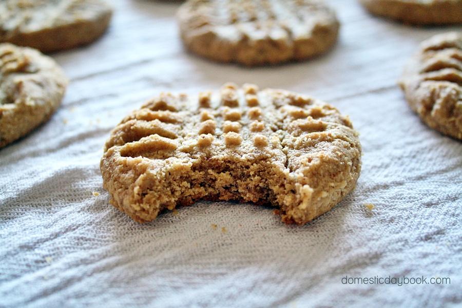 Almond Flour Peanut Butter Criss-Cross Cookies