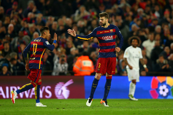 Gerard Pique has said Barcelona players were willing to accept pay delay to assist in signing Neymar
