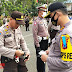 Adaptasi Kebiasaan Baru, Kapolres Pangkep Bagikan Masker Berlogo TNI-Polri