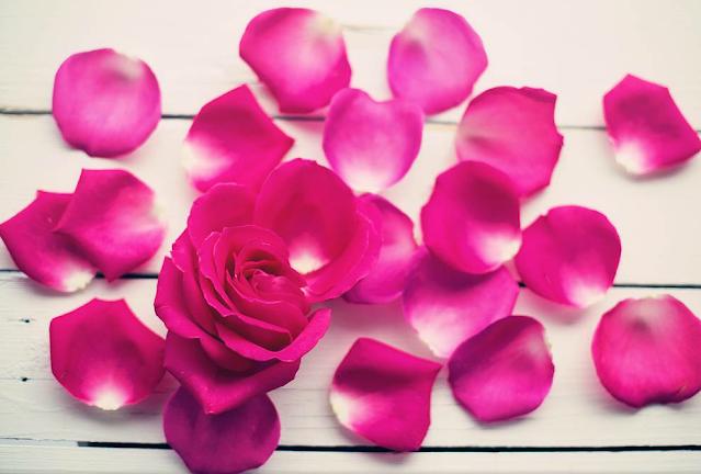 Cudowny relaks w płatkach róży