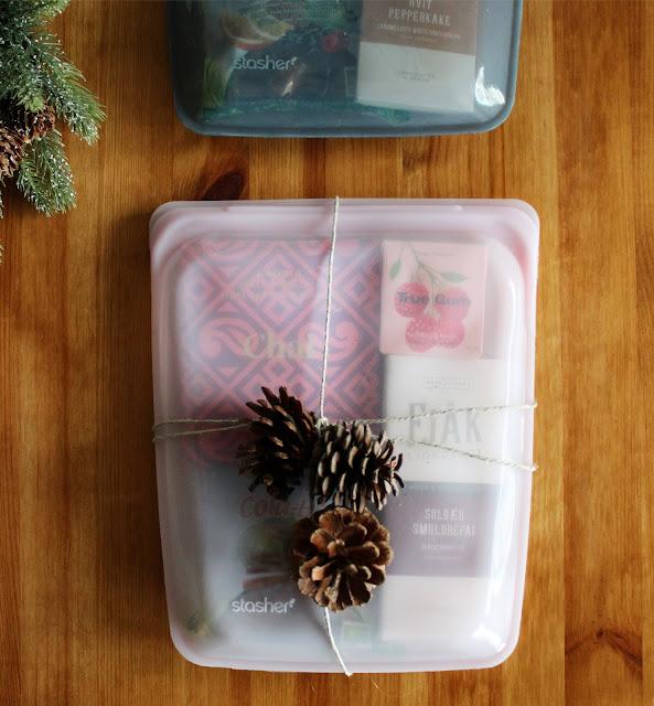 La Stasher Bag være en del av gaven og pakk inn andre del av julegaven i silikonposen