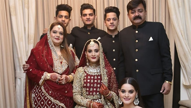 Pakistani Celebrities Mothers who Dressed like them on Their Weddings