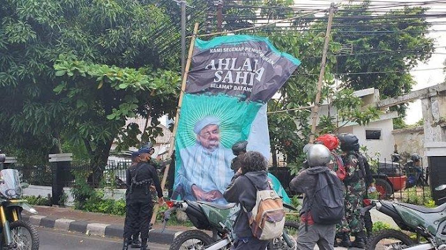 Bukan Pangdam Jaya, FPI Curiga Jokowi Dalang Pencopotan Baliho Habib Rizieq: yang Bisa Cuma Presiden