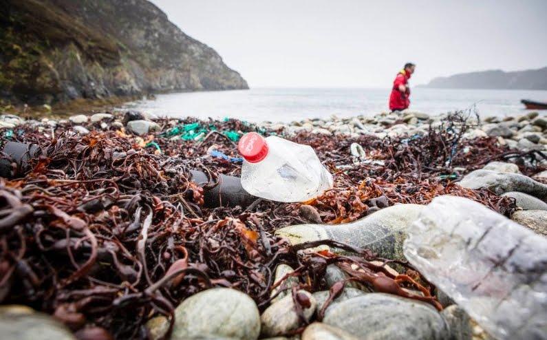 Inquinamento globale plastica: Coca-Cola Pepsi e Nestlé al TOP.