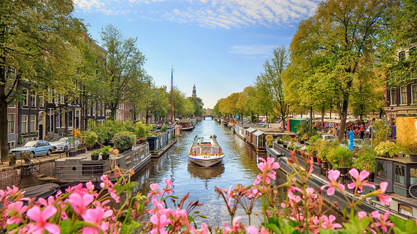 Prinsengracht canal in Amsterdam {Cool Chic Style Fashion}