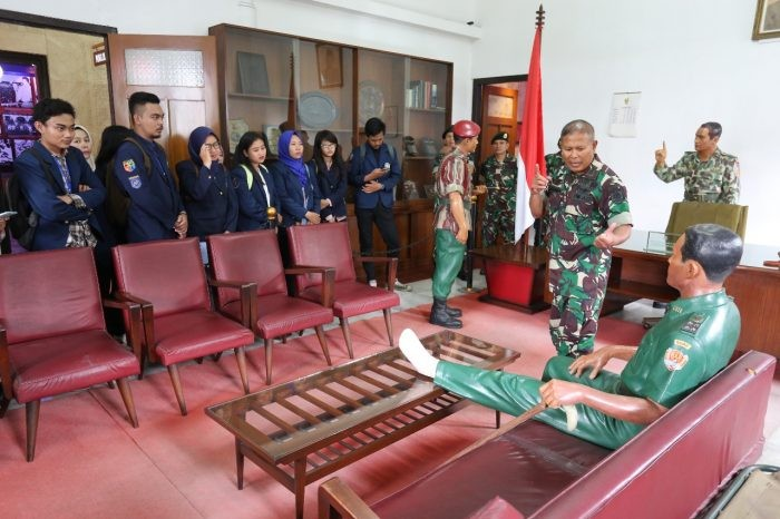 Kaki AH Nasution Berada di Atas Meja Saat Rapat dengan Soeharto, Ternyata Ada Cerita di Baliknya